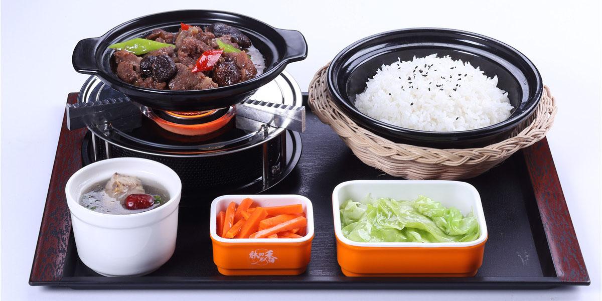 黄焖牛肉瓦锅套餐饭