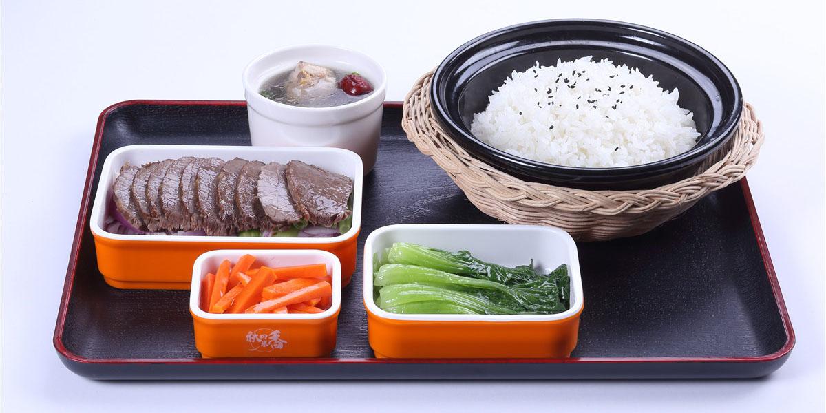 牛肉瓦锅套餐饭